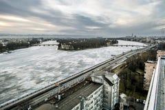 从高度的看法在河的内娃和的Ushakovskaya 免版税图库摄影