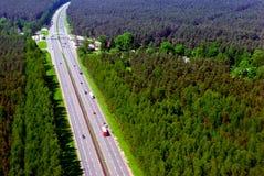 从高度的路高速公路鸟` s飞行 库存图片