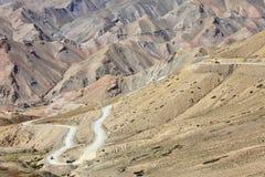 高度高喜马拉雅山路 免版税库存图片