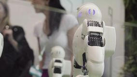 高技术未来和科学概念 聪明有人的特点机器人跳舞 跳舞机器人 未来技术概念 免版税库存照片