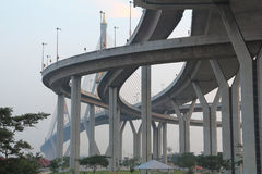 高方式桥梁建筑学  免版税库存照片