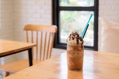 高杯可口冷的被冰的咖啡浮游物或奶昔topp 免版税库存图片