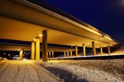 高架桥在晚上在冬天 免版税库存图片