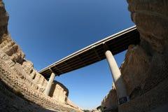 高架桥在犹太沙漠 库存图片
