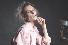 高档时尚神色,美好的少妇模型画象  库存图片