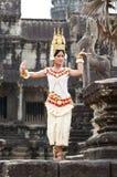 高棉古典舞蹈演员执行 免版税图库摄影