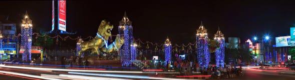 高棉新年的庆祝在金黄狮子的西哈努克摆正 免版税库存图片