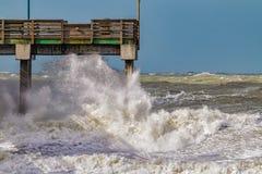 高海浪捣威尼斯海岸线由于厄尔尼诺在2016年1月期间 免版税图库摄影