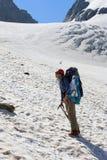 高涨山的登山人女孩 库存照片