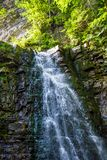 高瀑布照片在喀尔巴阡山脉的 库存图片