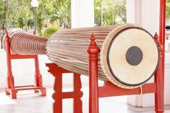 高狭窄的鼓5 在大理石寺庙的32米或Wat Benchamabophit Dusitvanaram在曼谷,泰国 库存照片