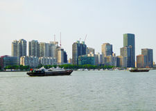 高现代大厦黄浦江在上海 库存图片