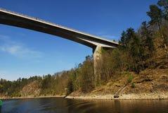 高的桥梁 免版税库存图片