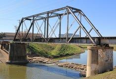 高的火车桥梁 免版税库存照片