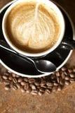 高的热奶咖啡 免版税库存图片