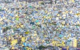高看法西贡地平线,当太阳发光在都市下 库存照片
