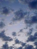 高积云在黎明 库存图片