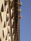 高空作业的建筑工人 库存图片