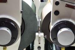 高精度centerless研的CNC机器 库存图片