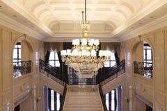 高级办公室、水晶droplight、曲拱和Windows的大厅 图库摄影
