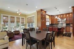 高级厨房和家庭娱乐室 库存图片