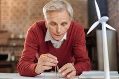 高级工程师与指南针的图画圈子 免版税库存图片
