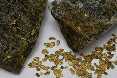 高级金矿石和加利福尼亚存放人块金 免版税库存图片