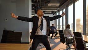 高级领导企业家滑稽的跳舞 影视素材