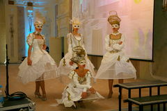 高级餐馆阶段表现颐和园舞蹈家跳舞合奏小组样式的展示 免版税库存图片