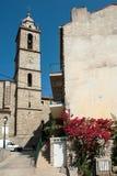高耸在Sartene,有现代时钟的可西嘉岛 免版税图库摄影
