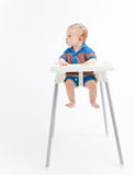 高脚椅子的男婴,看起来正确 免版税库存照片