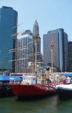 高船在码头的17南街道海口博物馆在更低的曼哈顿 免版税库存照片
