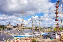 高船的决赛在从Lasztownia海岛看见的什切青赛跑2017年 免版税库存照片