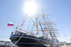 高船种族科特卡2017年 科特卡,芬兰16 07 2017年 在科特卡,芬兰港的三桅帆Kruzenshtern  图库摄影