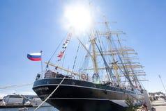 高船种族科特卡2017年 科特卡,芬兰16 07 2017年 在科特卡,芬兰港的三桅帆Kruzenshtern  免版税库存照片