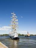 高船种族科特卡2017年 科特卡,芬兰16 07 2017年 船Mir离开科特卡,芬兰港  免版税库存照片