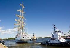 高船种族科特卡2017年 科特卡,芬兰16 07 2017年 船Mir离开科特卡,芬兰港  库存图片