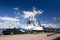 高船种族科特卡2017年 科特卡,芬兰16 07 2017年 运输在科特卡,芬兰港的铸工  库存图片