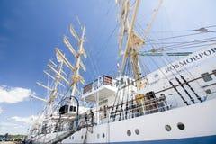 高船种族科特卡2017年 科特卡,芬兰16 07 2017年 运输在科特卡,芬兰港的Mir  免版税库存图片