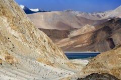 `高草原lake†的, Pangong湖班公错藏语, 库存照片