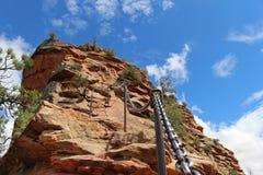 登高著名`天使` s着陆`在锡安国家公园落后在犹他 免版税库存图片
