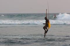 高跷渔夫 免版税库存照片