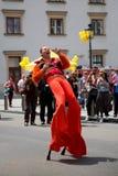 高跷的舞蹈家在维也纳,奥地利 免版税库存照片