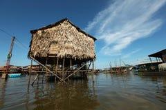 高跷的Inle湖浮动的村庄房子 免版税库存照片