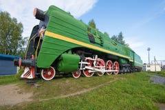 高速乘客蒸汽机车P-36 0147 -在Sharya驻地的一座纪念碑 免版税库存图片