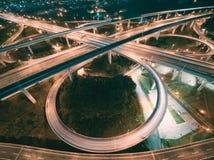 高速公路互换鸟瞰图-运输概念图象 免版税库存图片