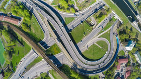 高速公路交叉点的鸟瞰图 库存图片