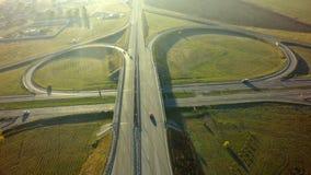 高速公路交叉点连接点夏天早晨空中顶视图  图库摄影