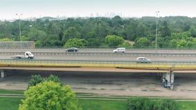 高速公路交通和遥远的华沙地平线,波兰鸟瞰图  影视素材