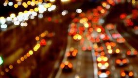 高速公路交通驾车在晚上被弄脏的多个车道赛车场 股票视频
